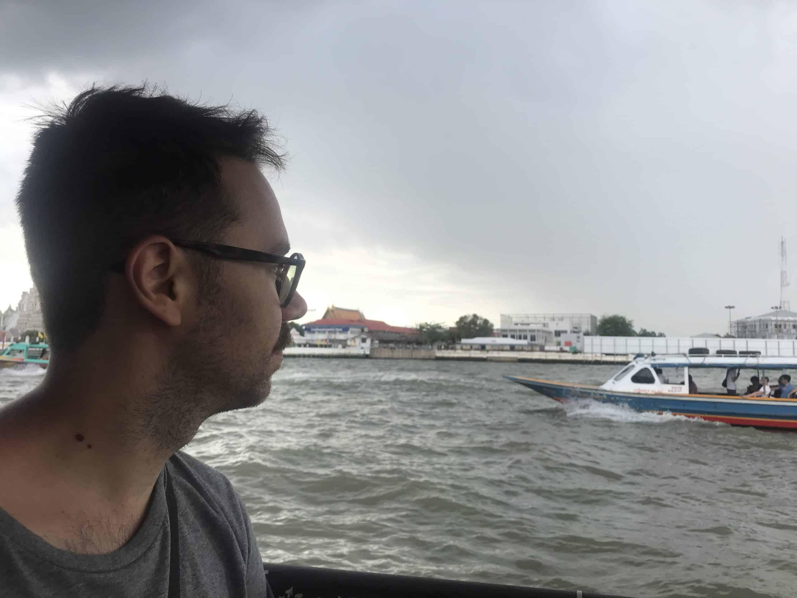 cruzar el rio chao phraya en Bangkok