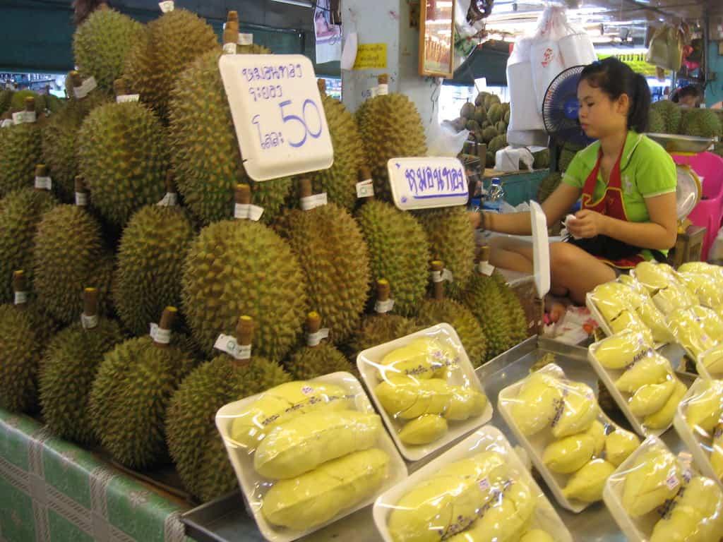 durian fruta comestible mal olor en bangkok tailandia