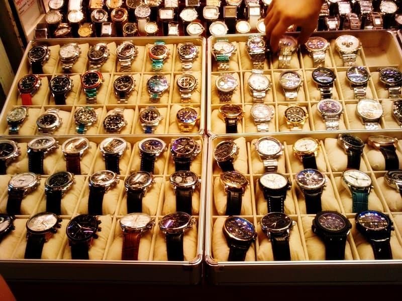 relojes rolex y otros en tailandia mercado souvenir